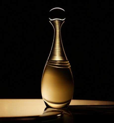 Nước hoa Dior J'ADORE Eau de parfum là một trong những mãu nước hoa dành cho nữ được đánh giá là thơm nhất của nhà Dior